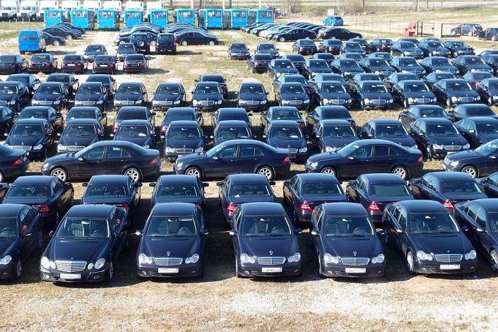 Российским концерном на распродажу было выставлено более 130 моделей Mercedes-Benz, ранее входивших в состав автопарка компании